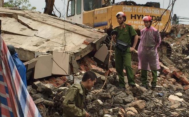 Sập tòa nhà trụ sở cũ của báo Đà Nẵng khi tháo dỡ, 2 người chết