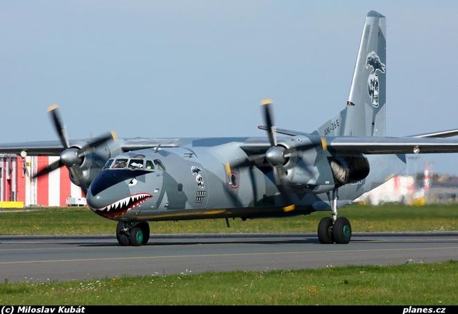 Việt Nam có nên sơn Hàm cá mập cho An-26 như chiếc máy bay này? - Ảnh 3.