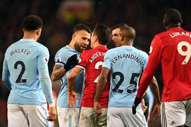 Thất bại, nhưng Mourinho phải cảm ơn chàng ngự lâm quân của Old Trafford - Ảnh 3.