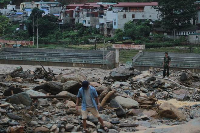 Thủ tướng chỉ đạo tập trung giải quyết hậu quả trận lũ khủng khiếp ở miền núi phía Bắc - Ảnh 1.