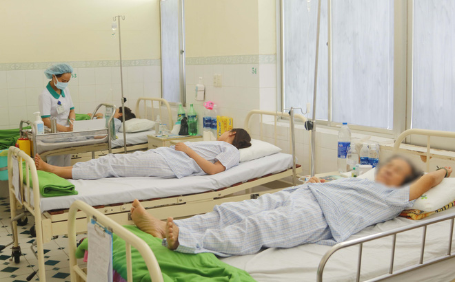 Đà Nẵng: Hàng chục du khách Lào nhập viện cấp cứu do ngộ độc thực phẩm