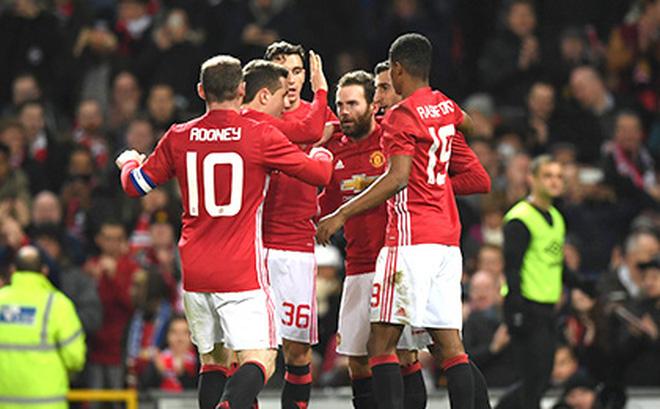 Thế mà người ta bảo Mourinho phá hoại Man United!