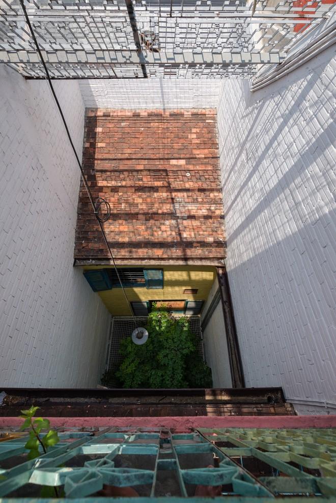 Kiệt tác kiến trúc bên trong ngôi nhà lụp xụp, mặt tiền 3m ở Sài Gòn - Ảnh 13.