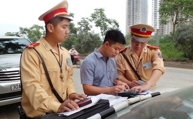 Phó Thủ tướng: Tài xế được sử dụng Giấy đăng ký photo khi tham gia giao thông