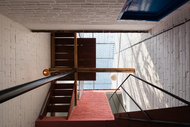 Kiệt tác kiến trúc bên trong ngôi nhà lụp xụp, mặt tiền 3m ở Sài Gòn - Ảnh 5.