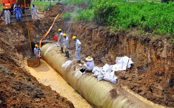 Đường ống nước sạch sông Đà lại gặp sự cố rò rỉ