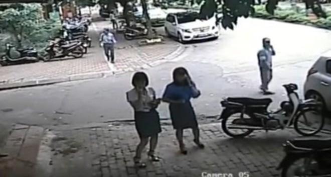Lãnh đạo quận Thanh Xuân: Xe chở Phó Chủ tịch quận đỗ sai quy định, cán bộ xin nộp phạt - Ảnh 1.