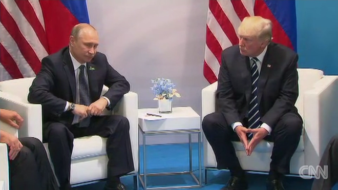 Cái bắt tay lịch sử Trump-Putin: Ông Trump ghi điểm - Ảnh 4.