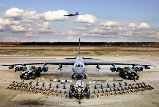 [VIDEO] Quá trình cất cánh của pháo đài bay B-52 nhìn từ trong buồng lái - Ảnh 1.