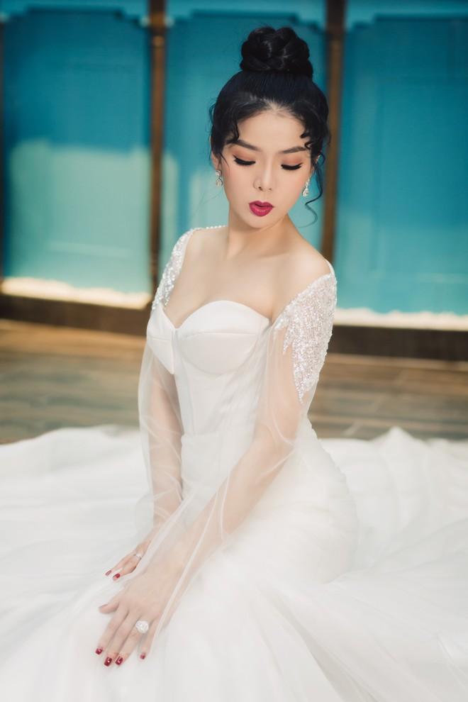 Ca sĩ Lệ Quyên xinh đẹp và sexy trong trang phục váy cưới - Ảnh 3.