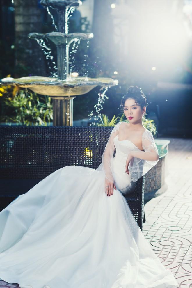 Ca sĩ Lệ Quyên xinh đẹp và sexy trong trang phục váy cưới - Ảnh 7.