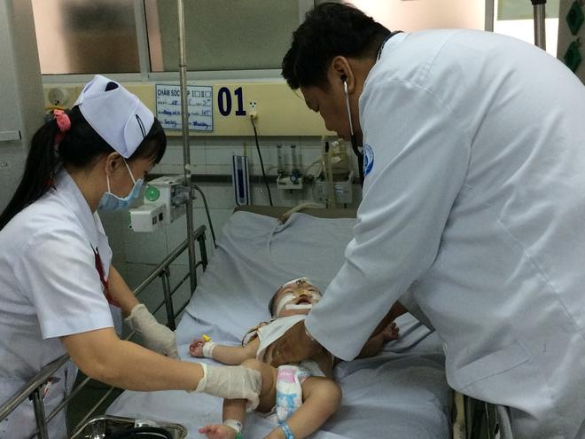 BS Bệnh viện Nhi đồng 1: Khi trẻ sốt cao co giật, cha mẹ tuyệt đối không mắc sai lầm này - Ảnh 1.