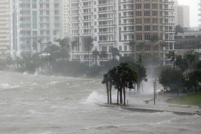 Siêu bão quái vật Irma tấn công dữ dội, Florida chới với trong biển nước - Ảnh 12.