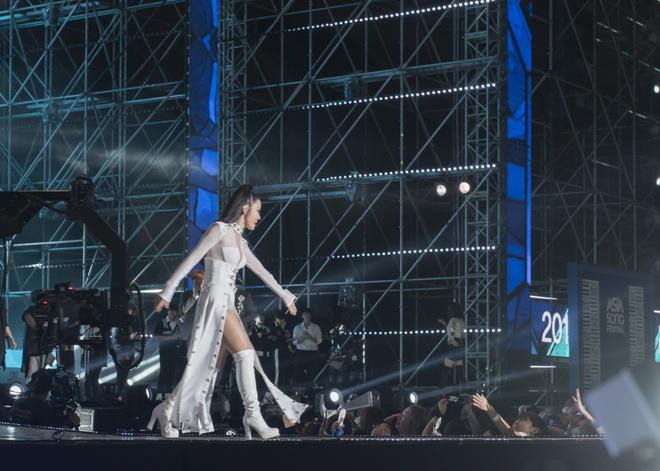 Đông Nhi bắt tay Leeteuk, Teayeon tại Asia Song Festival - Ảnh 3.