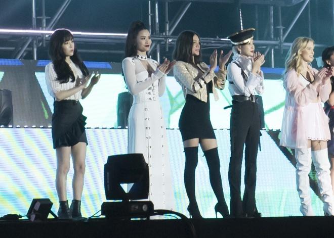Đông Nhi bắt tay Leeteuk, Teayeon tại Asia Song Festival - Ảnh 4.