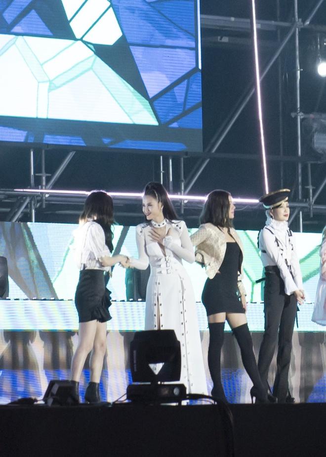 Đông Nhi bắt tay Leeteuk, Teayeon tại Asia Song Festival - Ảnh 6.