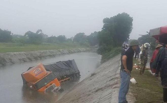 Tai nạn giao thông liên hoàn lúc trời mưa, 2 người tử vong