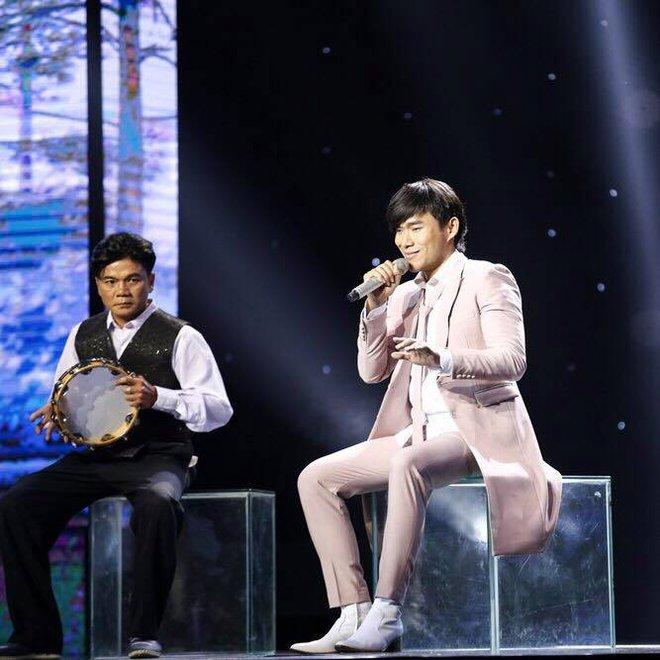 Mr Đàm bị khán giả Thần tượng bolero chỉ trích vì phá ca khúc Thành phố buồn - Ảnh 1.