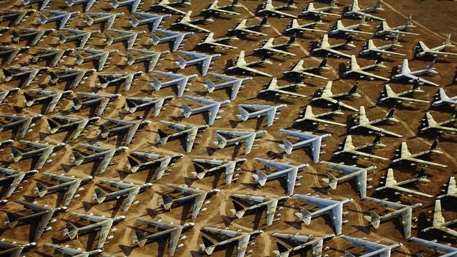 [VIDEO] Quá trình cất cánh của pháo đài bay B-52 nhìn từ trong buồng lái - Ảnh 2.