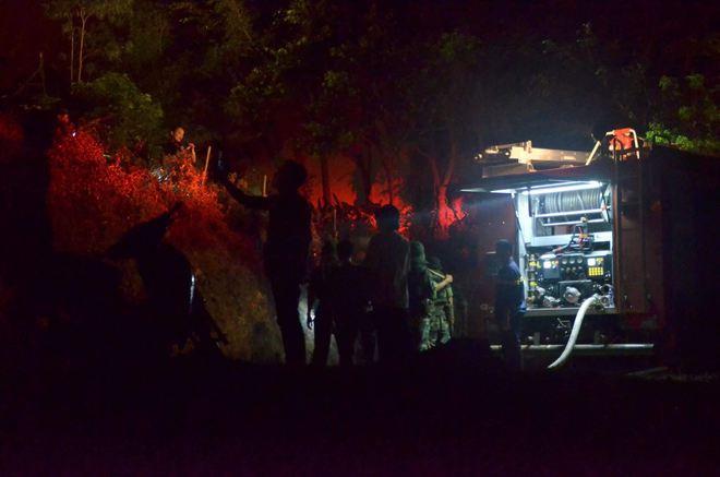 Hà Nội: Hơn 2000 người trắng đêm khống chế vụ cháy rừng lớn nhất, lâu nhất trong lịch sử - Ảnh 4.