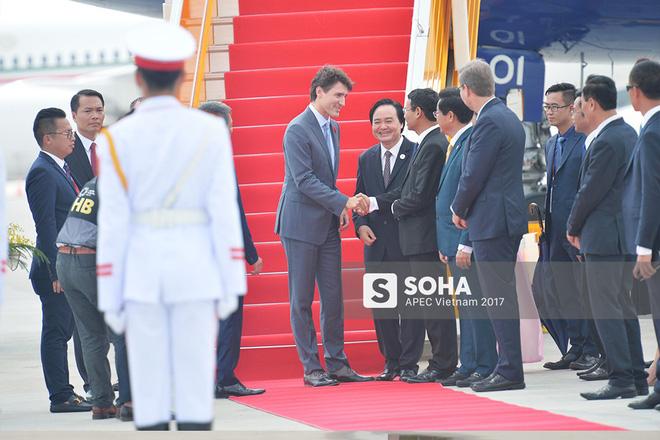 [CẬP NHẬT] Tới Đà Nẵng dự APEC, Thủ tướng Canada Trudeau rạng rỡ bước ra từ chuyên cơ - Ảnh 4.