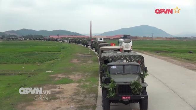 Ấn tượng quân sự Việt Nam tuần qua: Quân đoàn 2 chuyển trạng thái SSCĐ bằng xe cơ giới - Ảnh 1.