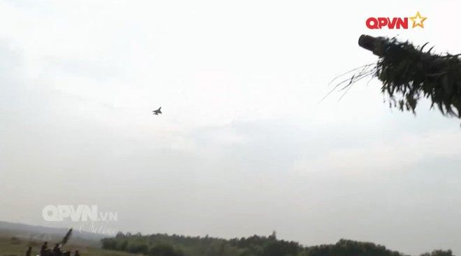 Việt Nam dùng Su-22 làm mục tiêu cho pháo phòng không tập ngắm bắn - Ảnh 2.