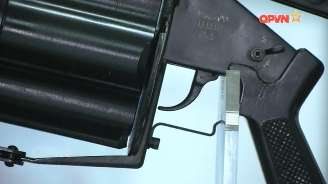 Cận cảnh súng phóng lựu bán tự động MGL-VN1 do Việt Nam chế tạo - Ảnh 2.