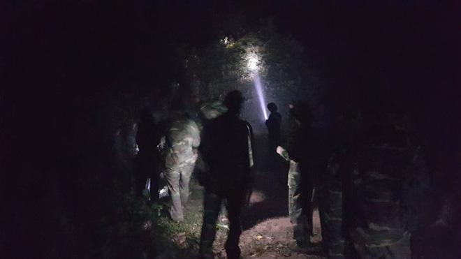 Hà Nội: Hơn 2000 người trắng đêm khống chế vụ cháy rừng lớn nhất, lâu nhất trong lịch sử - Ảnh 7.