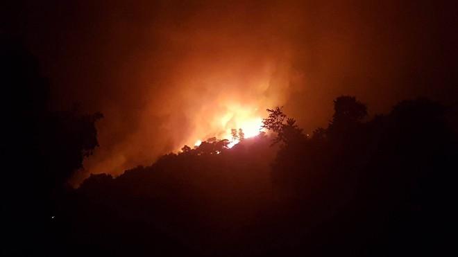 Hà Nội: Hơn 2000 người trắng đêm khống chế vụ cháy rừng lớn nhất, lâu nhất trong lịch sử - Ảnh 8.