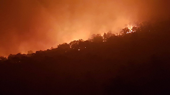 Hà Nội: Hơn 2000 người trắng đêm khống chế vụ cháy rừng lớn nhất, lâu nhất trong lịch sử - Ảnh 9.