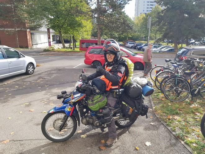 Chàng trai phượt bằng xe máy qua 23 nước: Tổng chi phí và công cuộc xin visa cho chuyến đi - Ảnh 2.