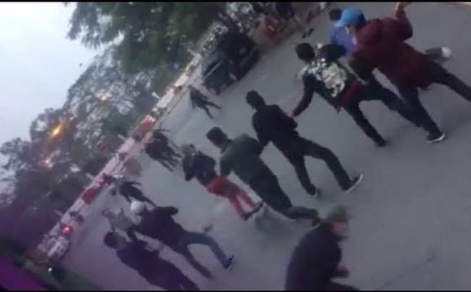 Hà Nội: Hai nhóm thanh niên cầm hung khí, hỗn chiến giữa ban ngày