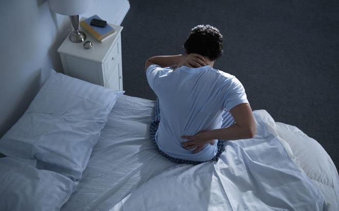 5 căn bệnh nguy hiểm đằng sau mỗi cơn đau lưng: Đừng chủ quan!