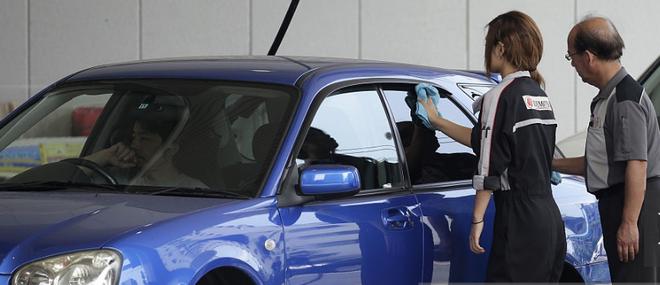 Ở quê hương, công ty Nhật mở trạm xăng tại Việt Nam có tận tay lau kính cho khách? - Ảnh 4.
