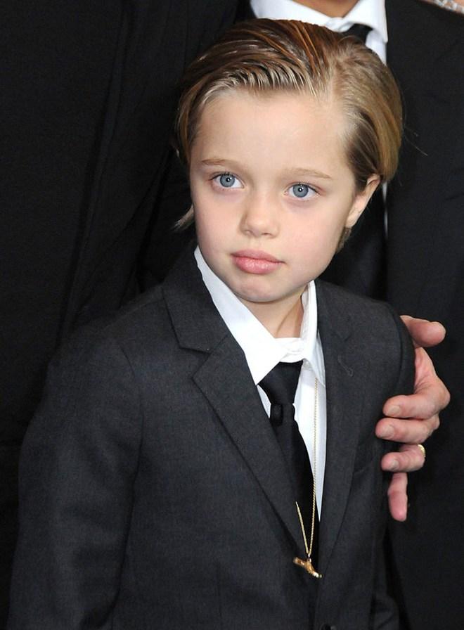 Con gái ruột của Angelina Jolie và Brad Pitt muốn chuyển giới? - Ảnh 1.