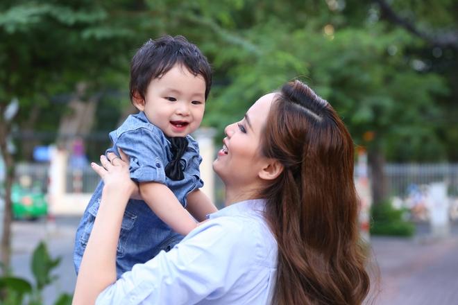 Hoa hậu Diễm Hương: Tôi phải đối mặt với căn bệnh 10 ngàn người chỉ một - ảnh 1