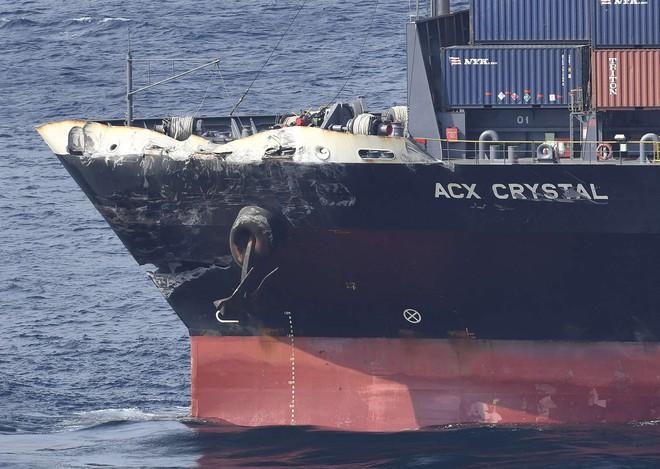 ẢNH+VIDEO: Cận cảnh chiến hạm Mỹ biến dạng sau va chạm với tàu hàng Philippines - Ảnh 5.
