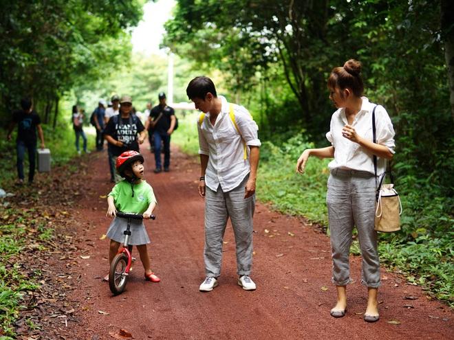 Con gái Lý Hải - Minh Hà hiếu động khi tham gia dã ngoại cùng bố mẹ - Ảnh 3.