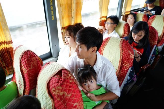 Con gái Lý Hải - Minh Hà hiếu động khi tham gia dã ngoại cùng bố mẹ - Ảnh 1.