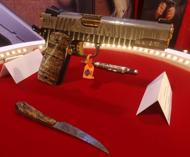 Cabot Guns TRUMP 45 - Súng lục phủ vàng chào mừng vị Tổng thống thứ 45 của Hoa Kỳ - Ảnh 4.