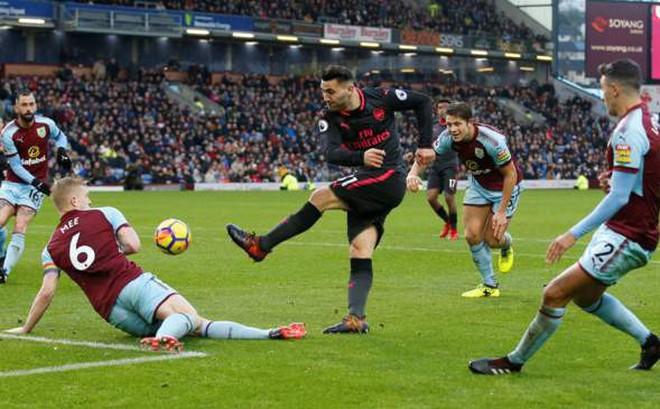 Thắng nghẹt thở đúng phút bù giờ, Arsenal đòi lại vị trí thứ tư