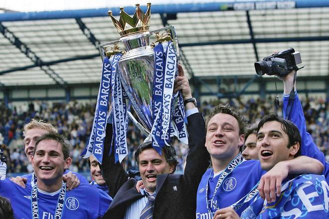http://sohanews.sohacdn.com/thumb_w/660/2017/frank-lampard-jose-mourinho-john-terry-and-paulo-ferreira-hold-the-trophy-1509683245836.jpg