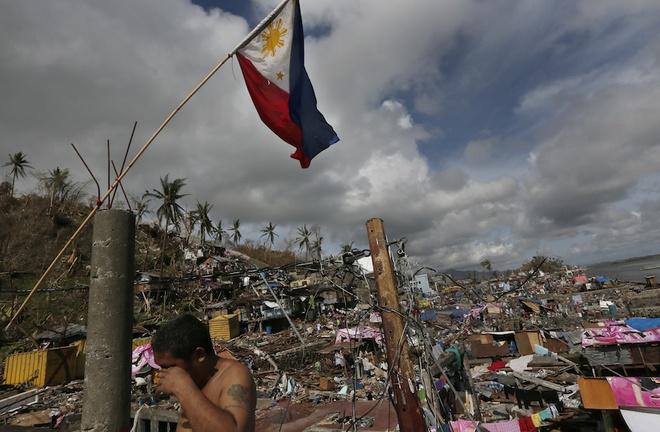 Bão số 10 yếu bằng nửa siêu bão Haiyan, vì sao Việt Nam vẫn báo động đỏ? - ảnh 2