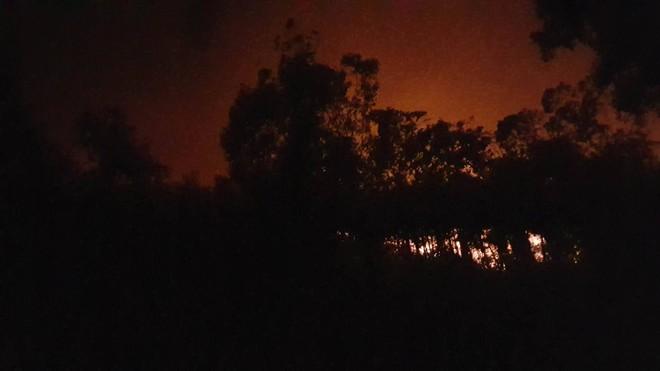 Hà Nội: Hơn 2000 người trắng đêm khống chế vụ cháy rừng lớn nhất, lâu nhất trong lịch sử - Ảnh 11.