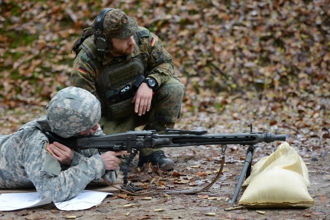 Rheinmetall MG3 - Súng máy phổ biến nhất của Đức có gì đặc biệt? - Ảnh 2.