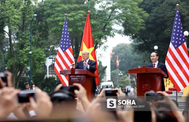 [ẢNH] Toàn cảnh lễ đón chính thức Tổng thống Mỹ Donald Trump tại Hà Nội - Ảnh 9.
