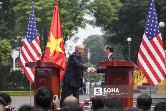 [ẢNH] Toàn cảnh lễ đón chính thức Tổng thống Mỹ Donald Trump tại Hà Nội - Ảnh 13.