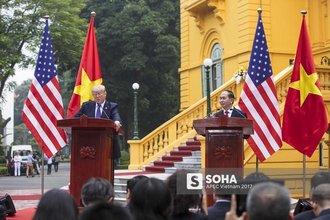 [ẢNH] Toàn cảnh lễ đón chính thức Tổng thống Mỹ Donald Trump tại Hà Nội - Ảnh 15.