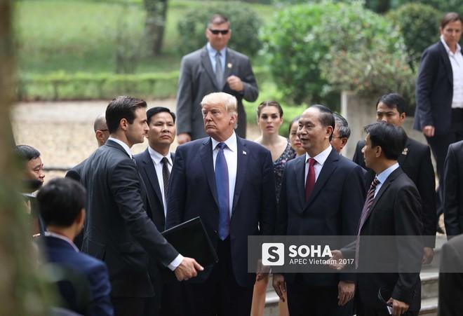 [ẢNH] Toàn cảnh lễ đón chính thức Tổng thống Mỹ Donald Trump tại Hà Nội - Ảnh 17.